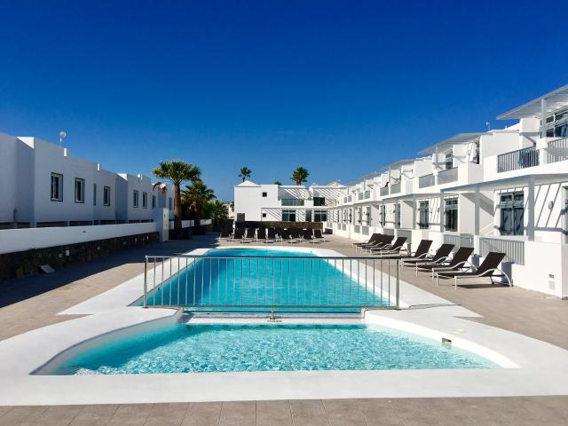 2 Bed/1 Bath Ground and 1st Floor Apartments with Pool Bar, Air-con, Wi-Fi and UK TV