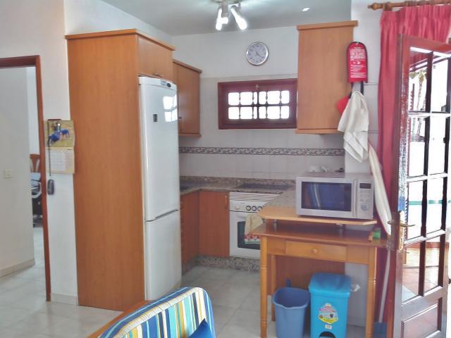 Kitchen fridge freezer, oven 4 ring hob  - Casa Dasha , Matagorda, Lanzarote