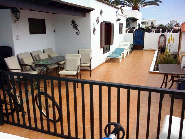 Front patio table & chairs seats 6  - Casa Dasha , Matagorda, Lanzarote