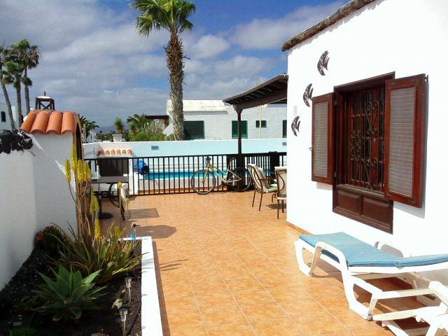 Large front patio  - Casa Dasha , Matagorda, Lanzarote