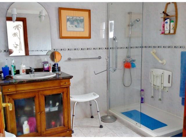 On-suite, shower/G panel, vanity, bidet  - Casa Dasha , Matagorda, Lanzarote