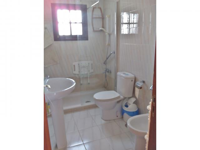 shower/glass panel, toilet, bidet sink   - Casa Dasha , Matagorda, Lanzarote