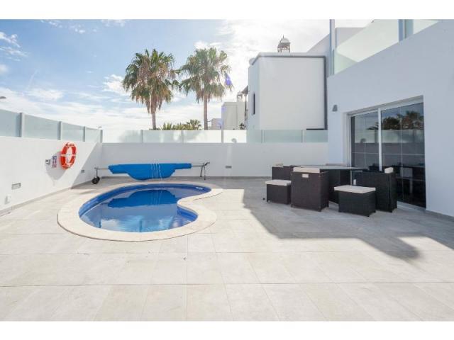 Pool and Outdoor seating - Casa de Gales, Puerto del Carmen, Lanzarote
