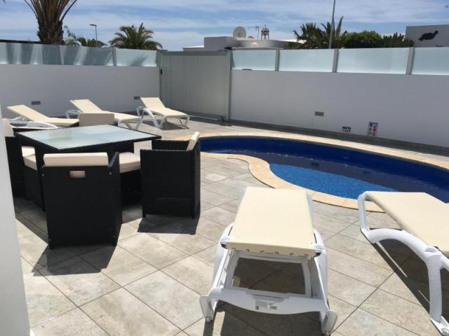 Pool and Outdoor seating(3) - Casa de Gales, Puerto del Carmen, Lanzarote