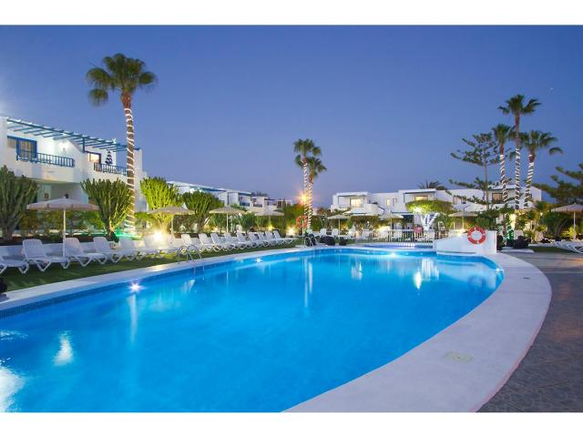 Large heated pool with mood lighting - 1 Bed - Diamond Club Calypso, Puerto del Carmen, Lanzarote