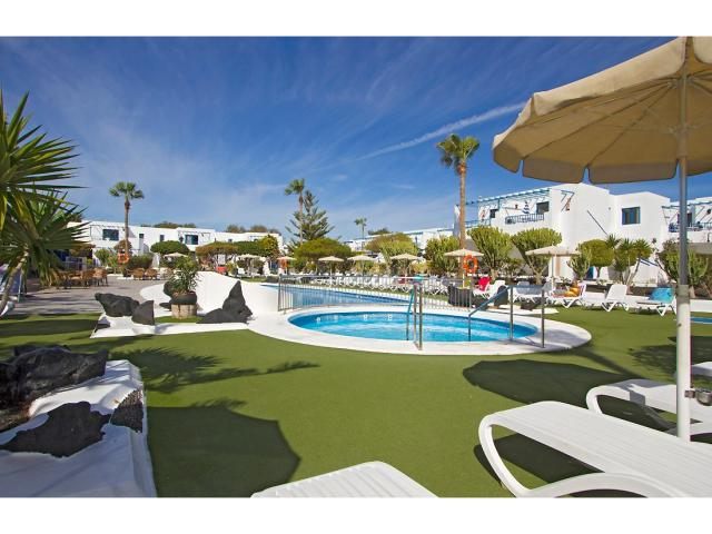 Spacious sunbathing area - 2 Bed - Diamond Club Calypso, Puerto del Carmen, Lanzarote