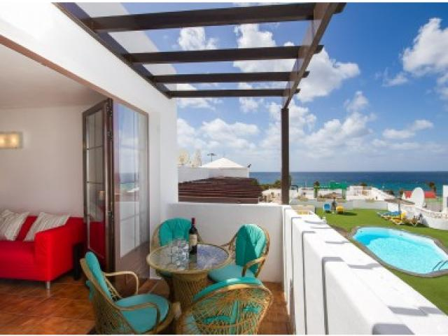 Lovely 2 bedroom apartment sleeps up to 5 people with sea views. Puerto del Carmen Lanzarote.