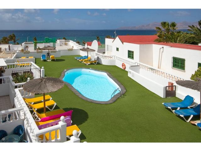 Lovely 2 bedroom apartment sleeps up to 5 people with garden and pool views. Puerto del Carmen Lanzarote.