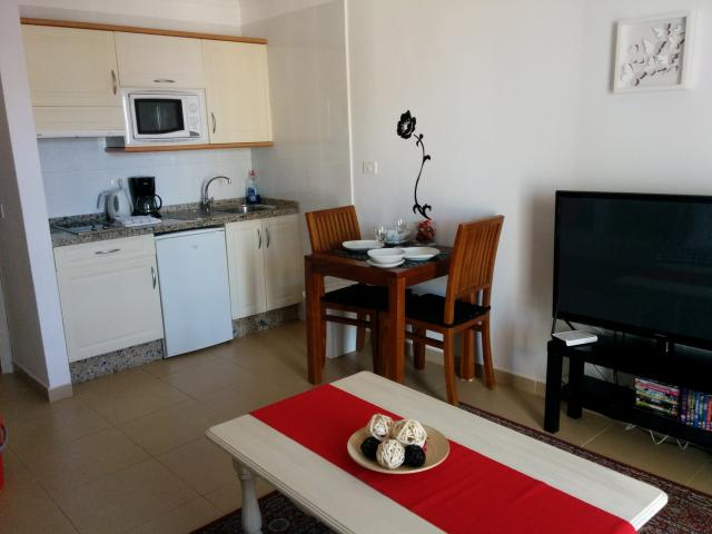 Well equipped kitchens - Atalaya Apartments, Puerto del Carmen, Lanzarote