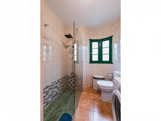 Shower and bathroom - Green apartment, Puerto del Carmen, Lanzarote