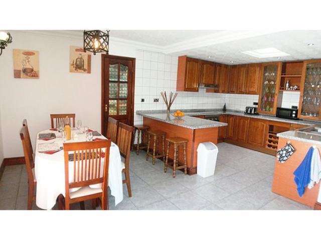 Dining area & Kitchen - Casa Ferra, Puerto del Carmen, Lanzarote