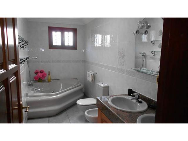 Bathroom 1 - Casa Ferra, Puerto del Carmen, Lanzarote