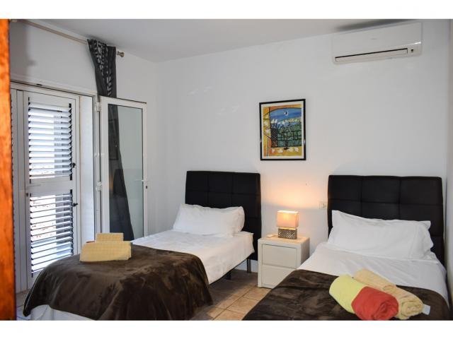 Twin bedroom - Villa Kura, Puerto del Carmen, Lanzarote
